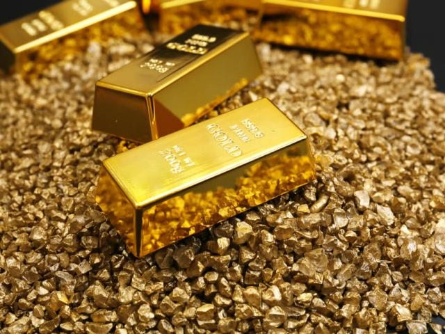 Gold firms as markets wait for Trump
